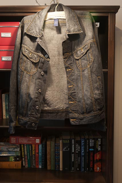 Dark denim jacket, perfect for the transition into spring. Looks hardly worn!