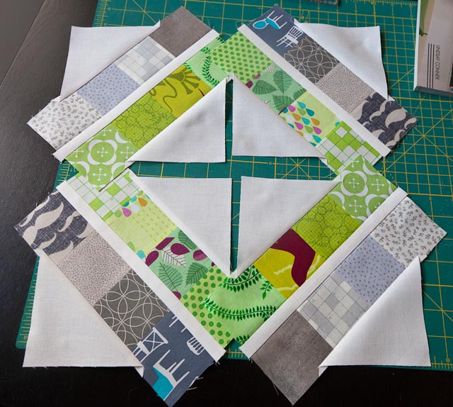 Trellis Crossroads Modern Bee Block Tutorial - Cassandra Madge