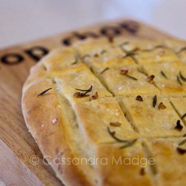 Garlic Focaccia, the easiest way to impress the men!